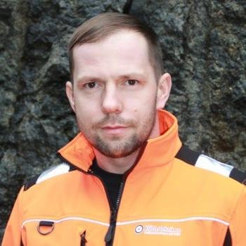 Kontakta oss på Klätterteknik, mejl och telefonnummer till Jakub Sutkowski projektledare reparbete