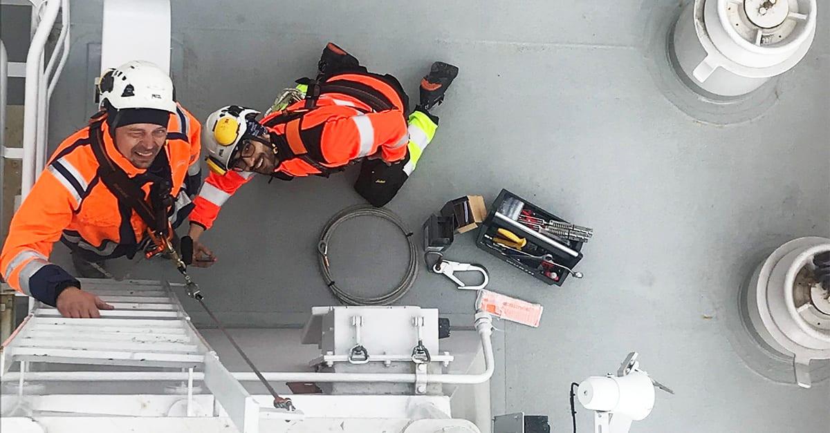 Fallskydd installeras på Kustbevakningens fartyg