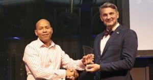Ansvarig för säkerhet inom yrkesklättring får pris av IRATA