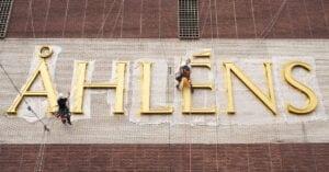 Stor fördel att renovera Åhléns skyltar med reparbete