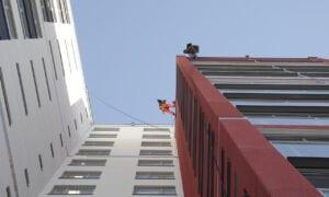 Inspektion av tak och fasader med drönare