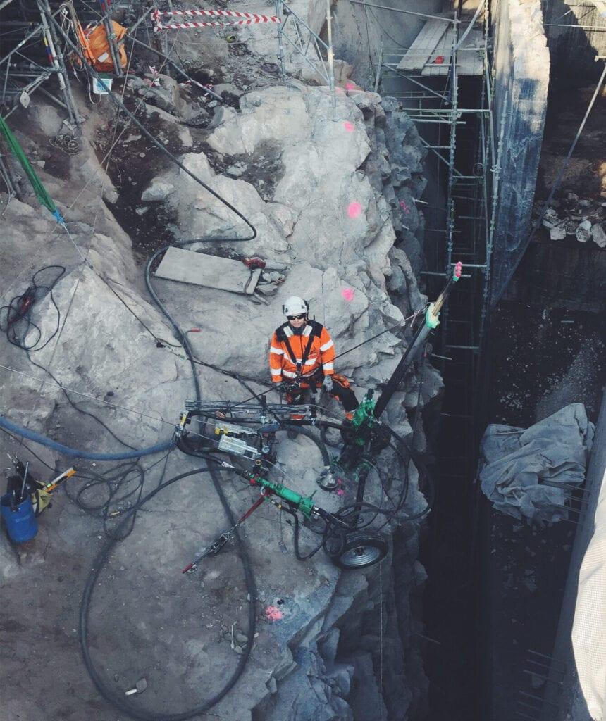 Reparbete, yrkesklättring - effektiv metod för bergsäkring. Vi skrotar, bultar, borrar, nätar och installerar fallskyddsnät. Klätterteknik