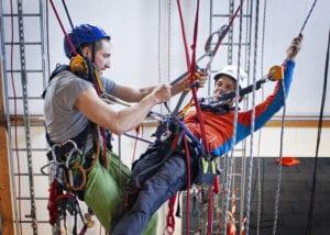 IRATA yrkesklättring rope access fallskydd lyft reparbete kurs utbildning säkerhet