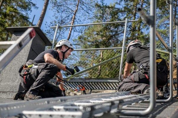 Arbete på tak, taktsäkerhet, fallriskmiljö, ankarpunkter, riggning, skyddsutrustning, fallskydd, kurs, utbildning, säkert takarbete